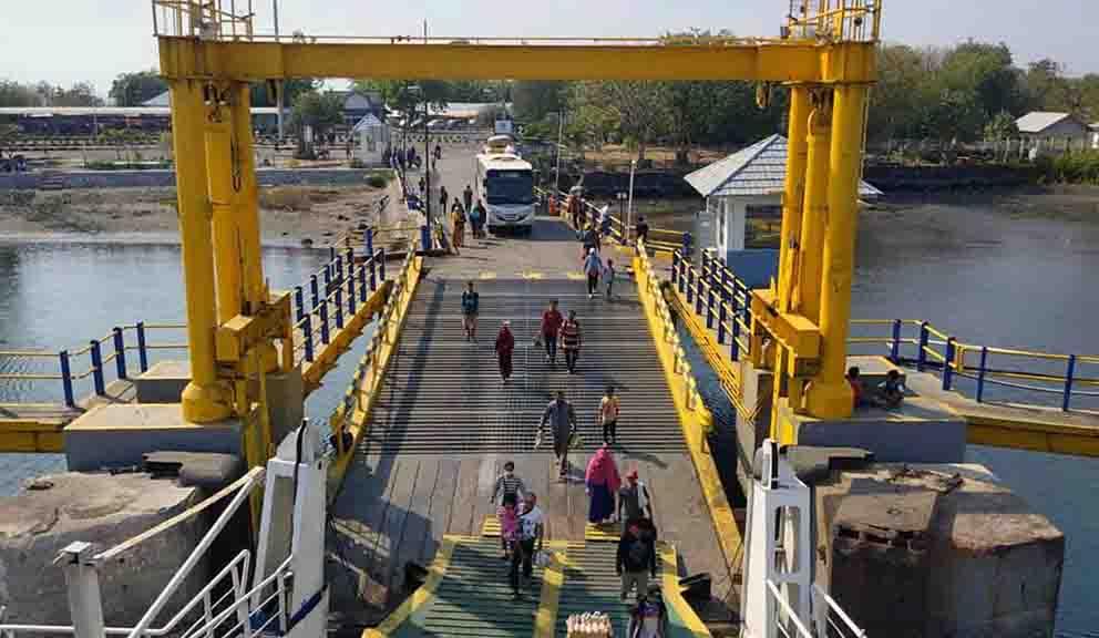 Wajib Rapid Test Ditiadakan di Pelabuhan Tano dan Kayangan