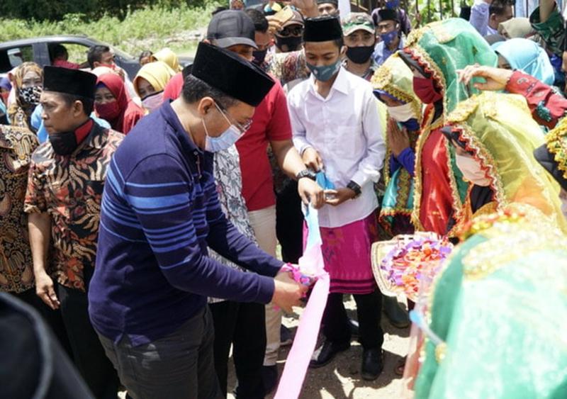 Gubernur NTB di Desa Mungkin