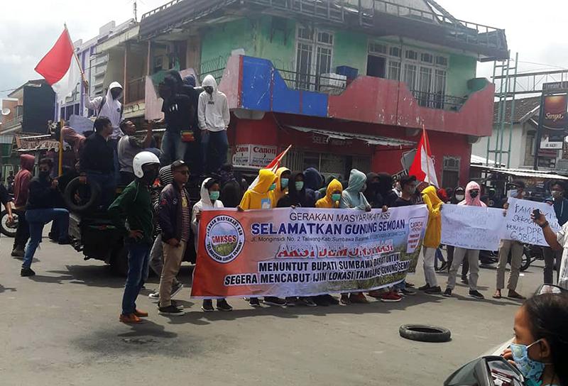 Demo Tolak Tambang Gunung Semoan