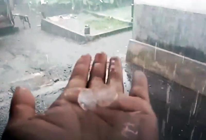 Hujan Es Terjadi Serentak di Bali, Lombok, dan Sumbawa