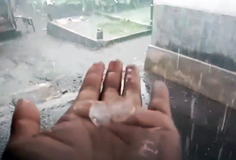 Hujan Es Batu