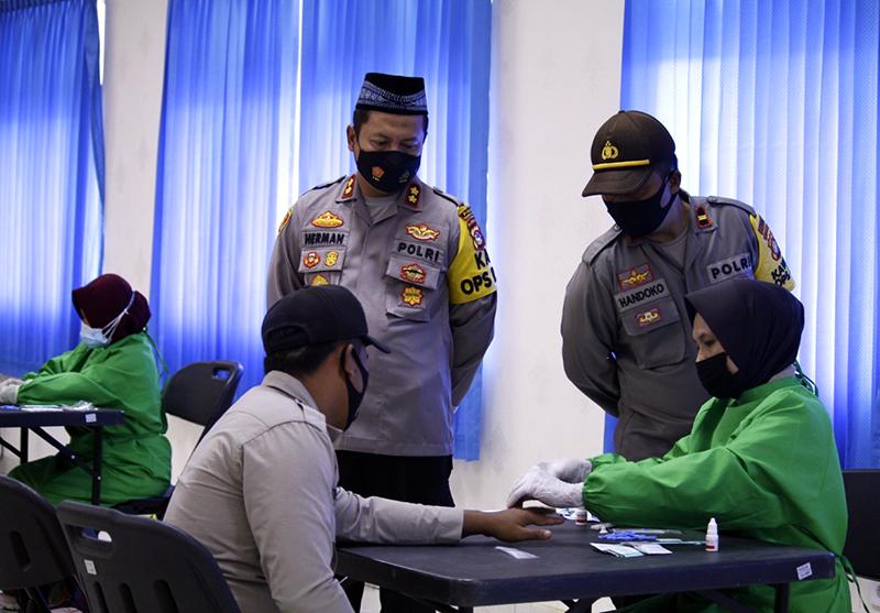 173 Anggota Polres KSB Lakukan Rapid Test Sebelum Mengamankan TPS