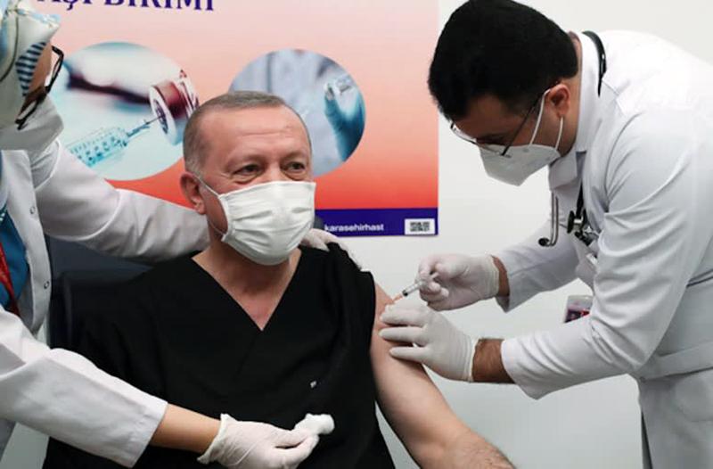 Presiden Erdogan Disuntik Vaksin Sinovac Dosis Pertama
