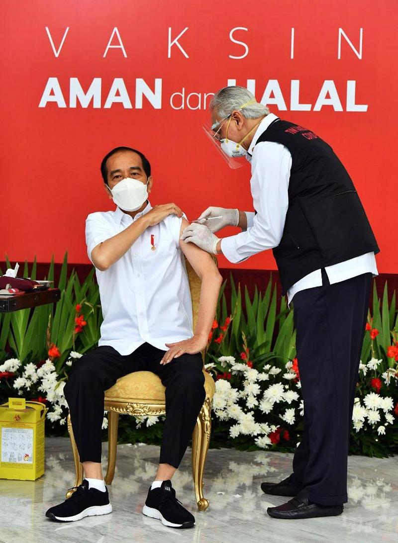 Jokowi Disuntik 1