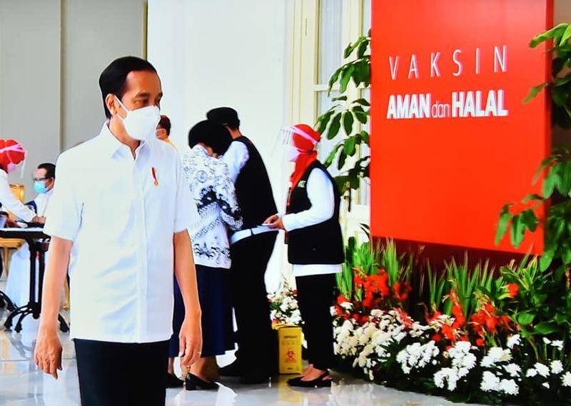 Setelah Disuntik Vaksin Covid-19, Presiden Joko Widodo Langsung Kerja