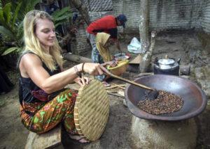Desa Kembang Kuning, Desa Wisata dan Kampung Sehat Terbaik di NTB - Bule Goreng Kopi