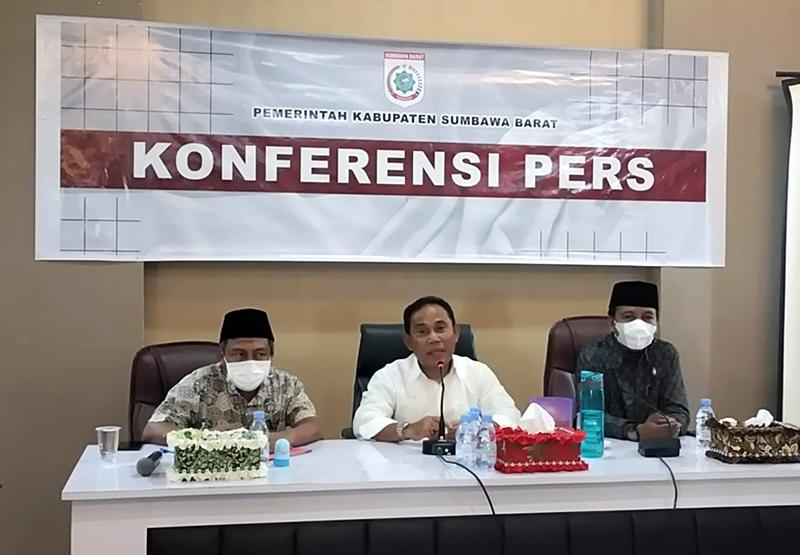 Tuntas STBM di Sumbawa Barat - Program Kerja 100 Hari Bupati Sumbawa Barat - Konferensi Pers STBM di KSB