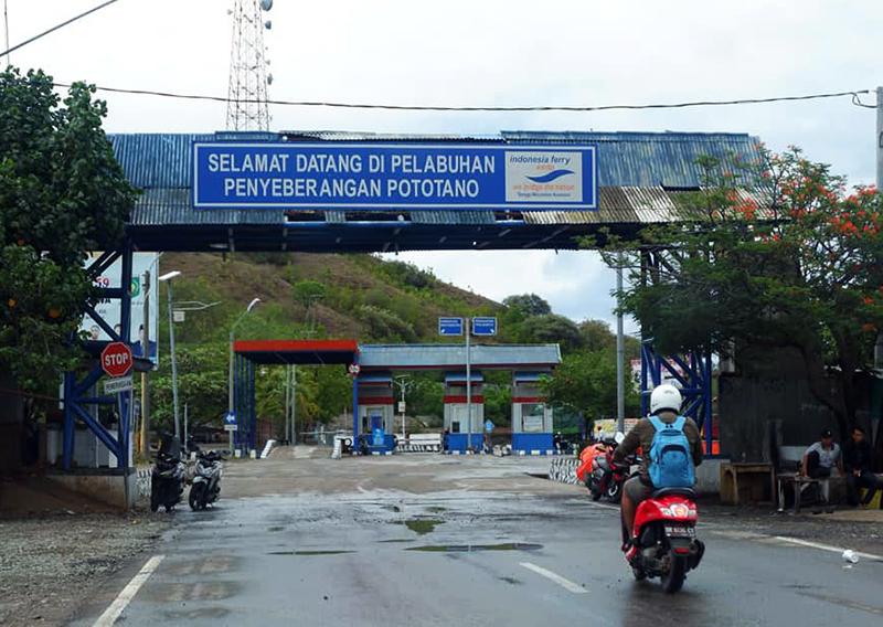 Pelabuhan Poto Tano Sumbawa Barat