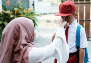 Mendidik Anak Hormat Pada Orang Tua