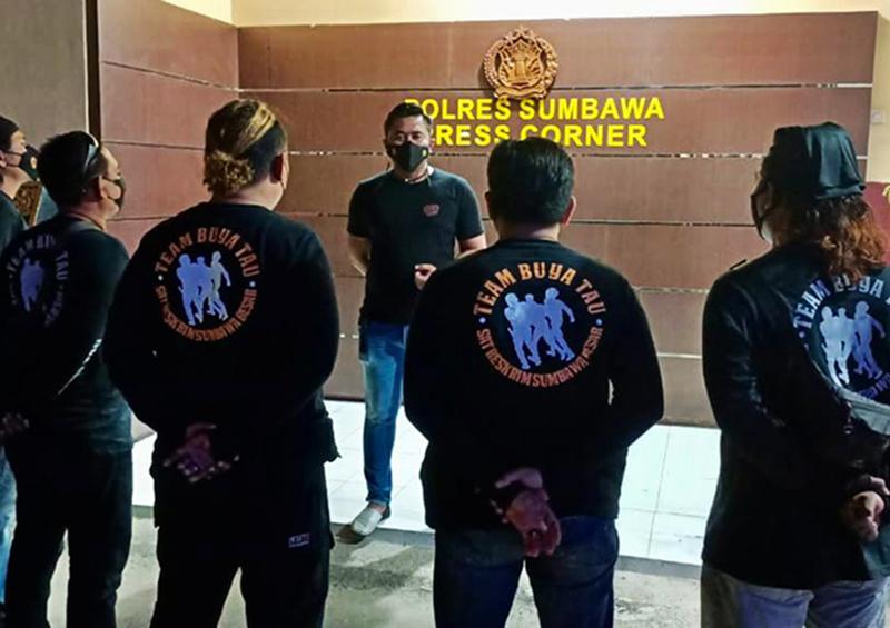 Polisi Tumpas Preman di Sumbawa - Tim Buya Tau Polres Sumbawa