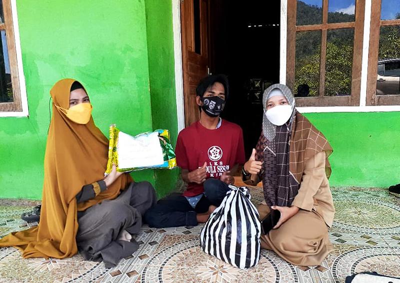 LKS Peduli Sesama Terus Bergerak Membantu Para Disabilitas dan Lansia di Sumbawa Barat