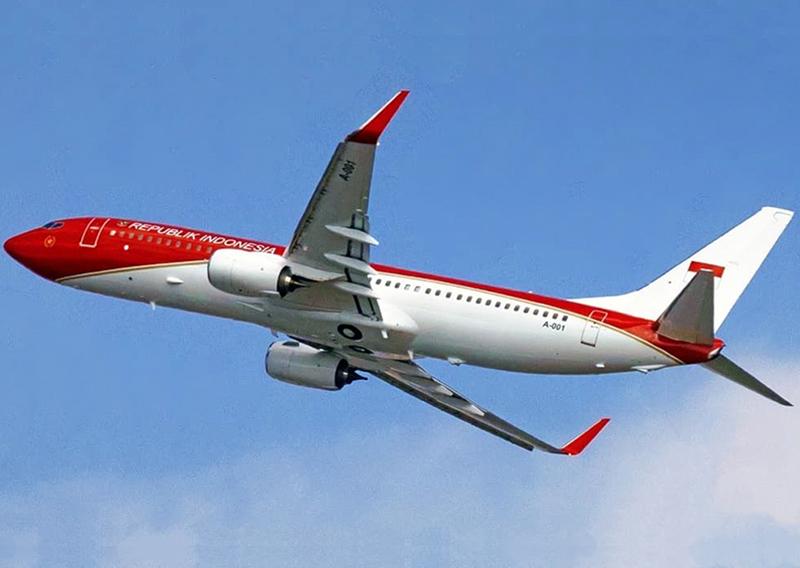 Pesawat Kepresidenan Indonesia-1 Terbang Perdana dengan Warna Kebangsaan Merah Putih