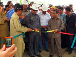 Jalan Berliku Proyek Bendungan Bintang Bano di Sumbawa Barat - Gunting Pita Tanda Dimulainya Proyek Bendungan Bintang Bano Pada Tahun 2010