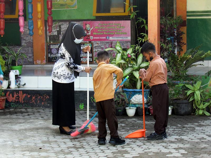 SDN 1 Taliwang Konsisten Budayakan Hidup Bersih dan Sehat Pada Siswa - Juara Lomba Sekolah Adiwiyata Tingkat Provinsi NTB