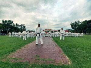 Tak Miliki GOR Serbaguna, Atlet di KSB Luntang Lantung - Inkai KSB latihan di Halaman Gedung Graha Fitrah KTC